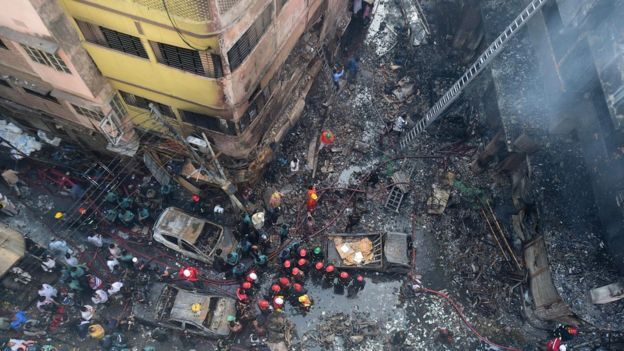 Страшная трагедия: мощный пожар в столице Бангладеш Дакке унес жизни около 70 людей