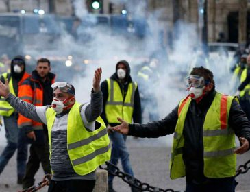 Акции протестов «желтых жилетов»: полиция задержала 26 человек в Париже