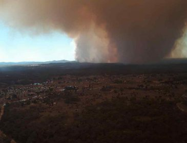 На Австралию обрушилось сразу несколько ненастий: наводнение, снегопад, пожары