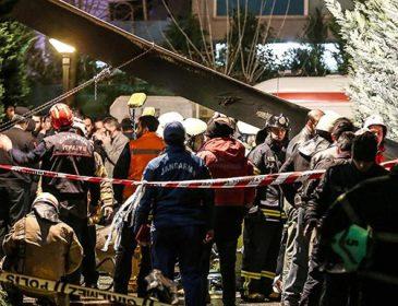 «Упал возле детской площадки»: В Стамбуле разбился военный вертолет, погибло четыре человека
