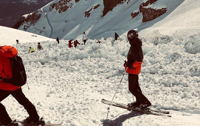 Жертв может быть намного больше: На курорте в швейцарских Альпах больше десяти человек попали под лавину