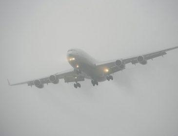 В Лондоне ветер снес лайнер с пассажирами во время приземления: пришлось снова экстренно взлетать