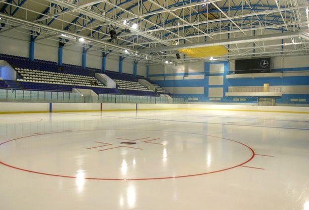 «Умер на льду»: Трагическая смерть настигла российского спортсмена во время матча
