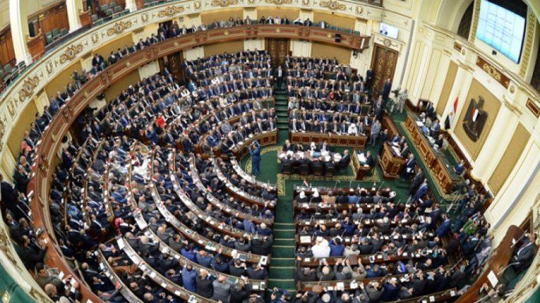 «Режим ЧП на год»: Президент распустил правительство страны, охваченной протестами
