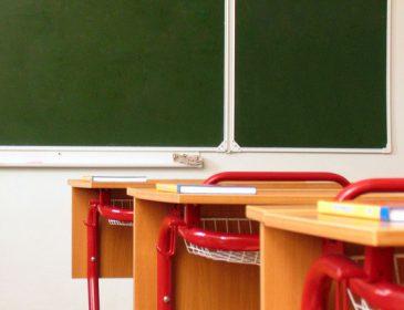 «Прислали директору школы»: В России набросились на учительницу из-за фото в купальнике