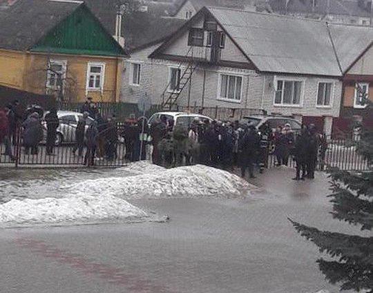 В Беларуси школьник напал с ножом на учительницу и других учеников, есть жертвы