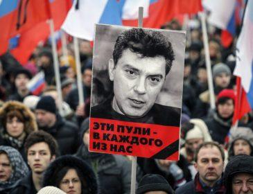 «Это пули в каждого из нас»: В Москве начался марш памяти Бориса Немцова