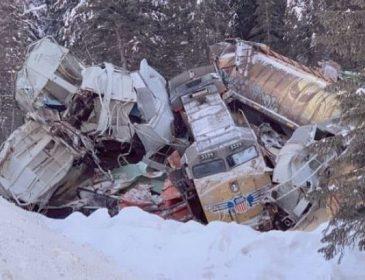 В Канаде поезд на полной скорости сошел с рельс, есть жертвы