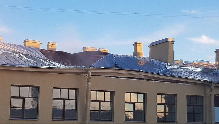 «Под завалами могут быть люди»: В Петербурге в университете ИТМО обрушилась часть крыши