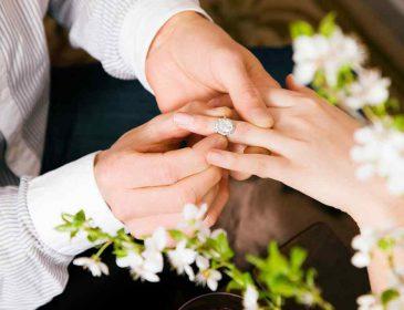 «Она в отличной форме!»: популярная певица показала фанатам фото со свадьбы